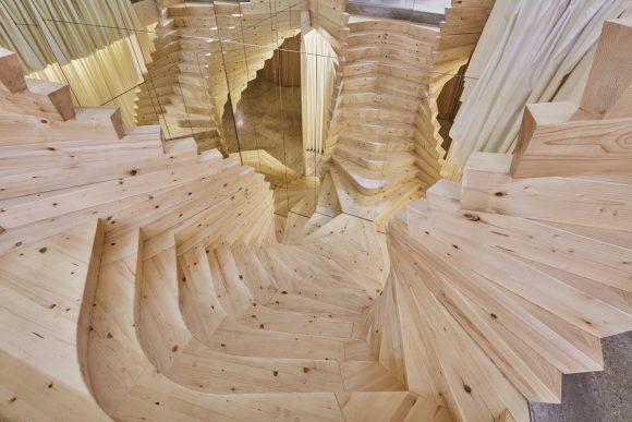 Необычная деревянная лестница в Лондоне