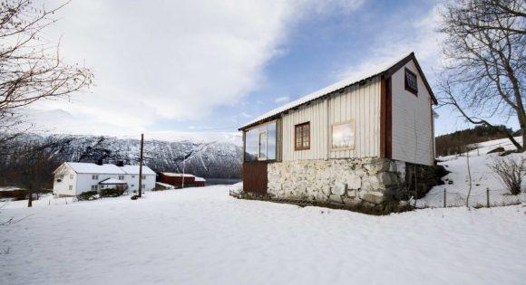 Домик из всего в Норвегии
