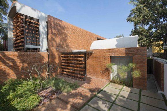 Кирпичный дом (Brick House) в Индии от Architecture Paradigm.