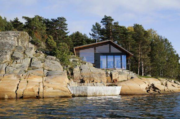 Дача у скалы в Норвегии