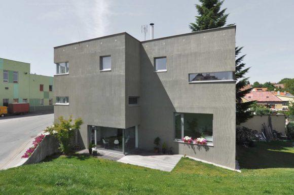 Дом с холмом в Чехии