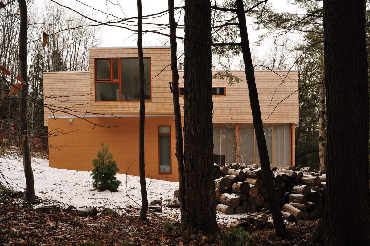 maison dans la foret pres du lac 1. Black Bedroom Furniture Sets. Home Design Ideas