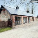 Дом в конюшне (Manor House Stables) в Англии от AR Design Studio.