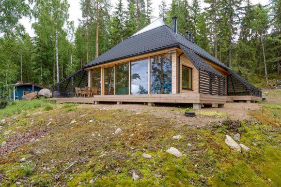 Деревянный дом-пирамида в Финляндии
