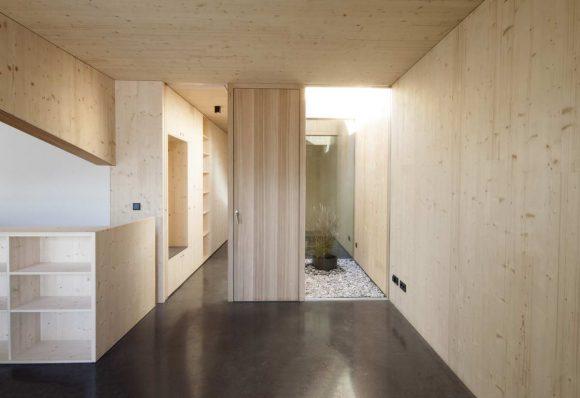 Ремонт квартиры в итальянских Альпах (Refurbishment of an Apartment in the Italian Alps) в Италии от Philipp Kammerer.