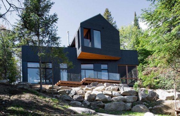 Лесной дом у озера в Канаде