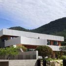 Дом W (W House) в Южной Корее от ODE Architects.