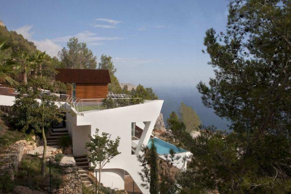 Дом на склоне у моря в Испании