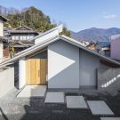 Дом в Охуе (House in Ohue) в Японии от Daisaku Hanamoto Architect & Associates.
