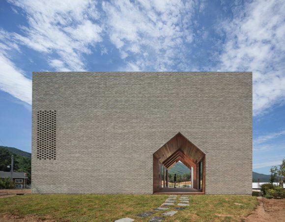 Кирпичный дом-куб в Южной Корее
