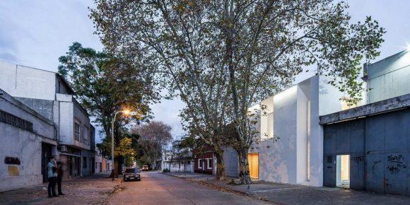 Минималистский дом-офис (Minimalist House) в Уругвае от Andres Cotignola, Marcelo Staricco, Carolina Tobler.