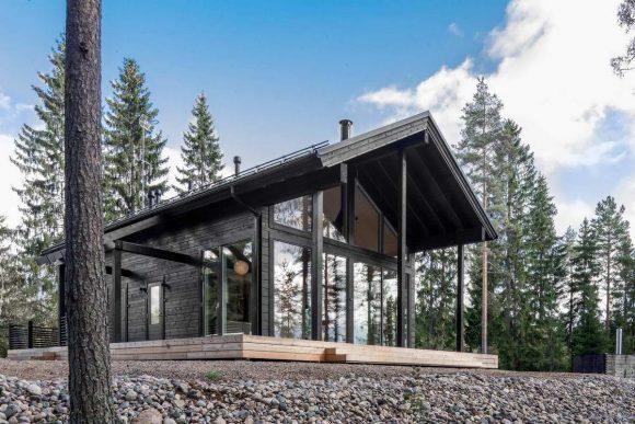 Современная вилла из бруса (Modern Log Villa in Central Finland) в Финляндии от Pluspuu Oy.