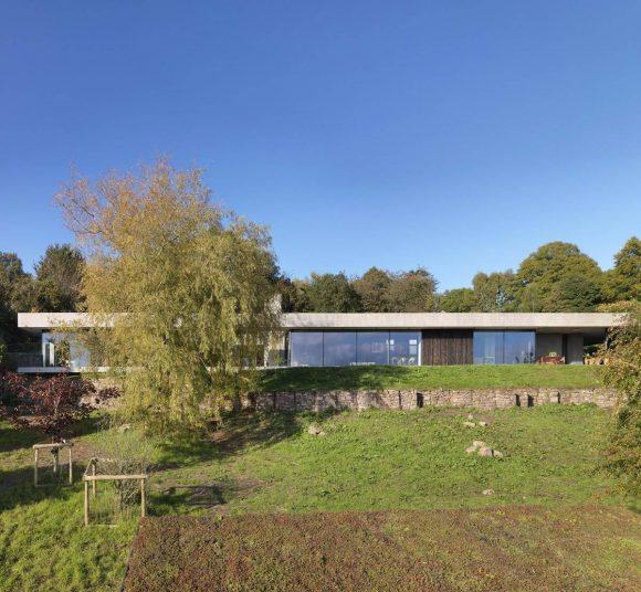 Дом в земле для художников в Англии