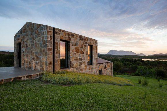 Каменный дом-сарай в Италии