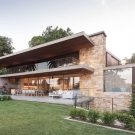 Дом «Палки и Камни» (Sticks & Stones Home) в Австралии от Luigi Rosselli.