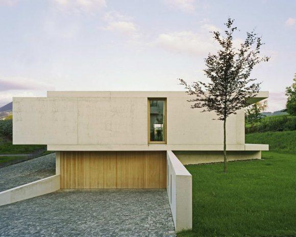 Дом у горы Циммерберг (House At Zimmerberg Bottom) в Швейцарии от Rossetti + Wyss Architekten.