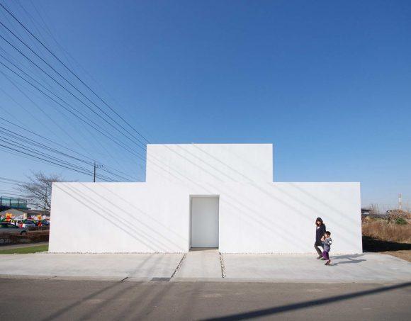 Минималистский белый дом в Японии