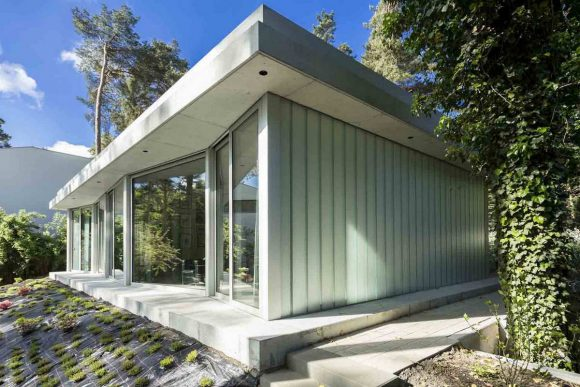 Лесной дом с видом на озеро в Германии