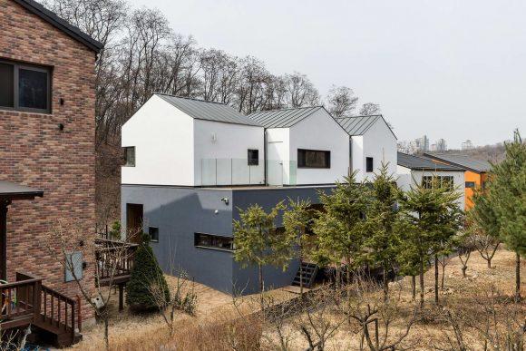 Дом с тройной крышей (Three-Roof House) в Южной Корее от PLAIN WORKS.