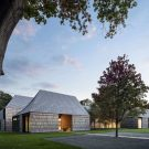Дом «Под холмом» (Underhill) в США от Bates Masi Architects.