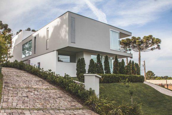 Дом на холме в Бразилии