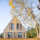 Вилла на берегу озера (Lakeside Villa) в Литве от Aketuri Architektai.