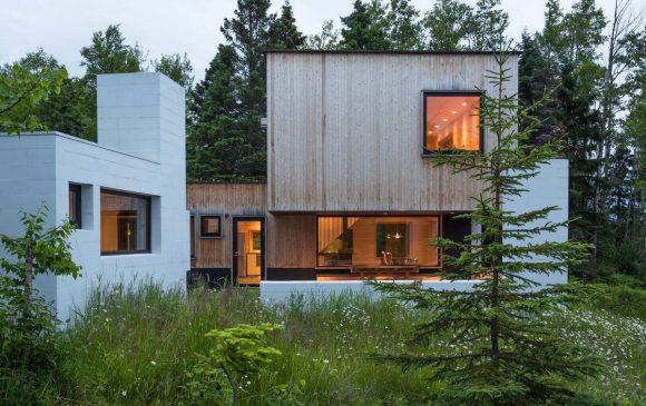 Лесной дом у озера в США