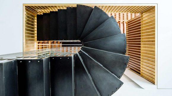 Лофт с лестницей в Нью-Йорке