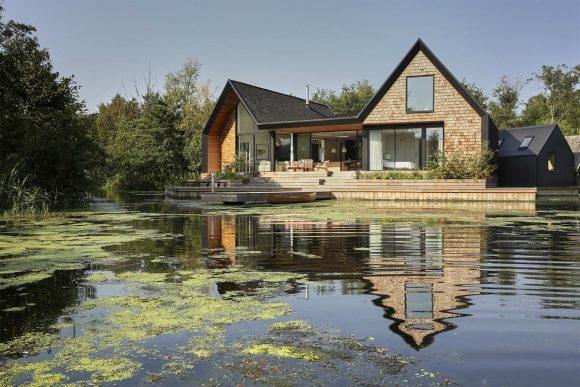 Дом на берегу в Англии