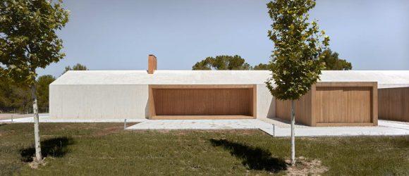 Современный дом-сарай в Испании