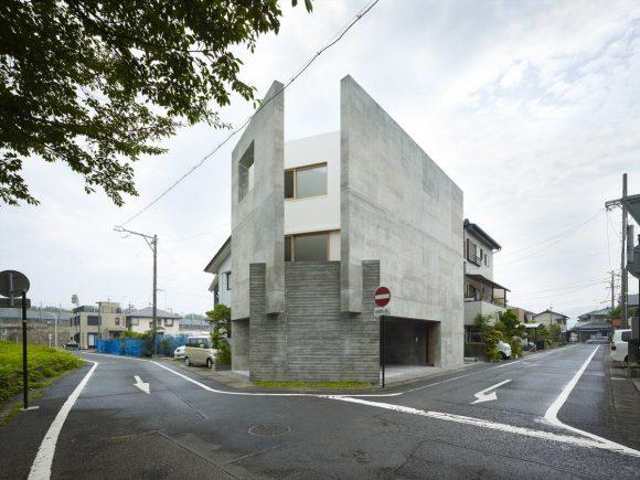 Угловой дом в Японии