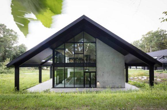 Охотничий дом (House of Hunting) в Дании от Arkitema Architects.
