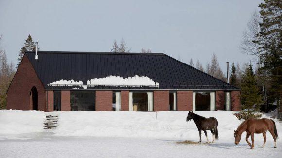 Кирпичный дом в Канаде
