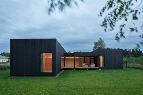 Чёрный дом в Литве