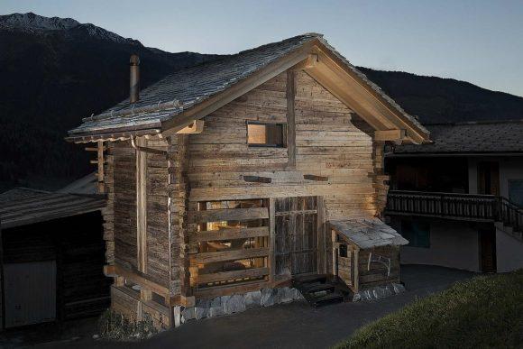Дом из древнего сарая в Швейцарии