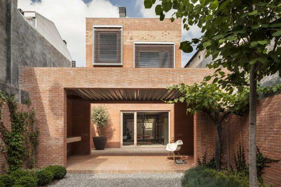 Кирпичный дом в Испании