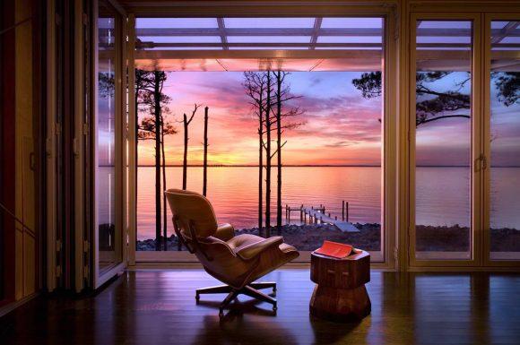 Дом на берегу в США