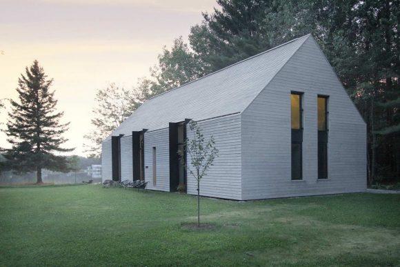 Дом у озера в Канаде