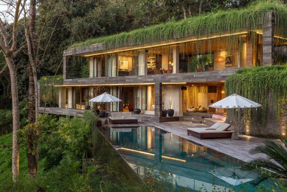Дом в джунглях Индонезии