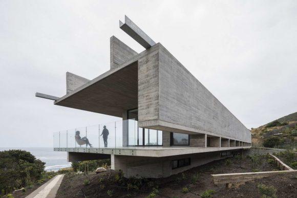 Бетонный дом у океана в Чили