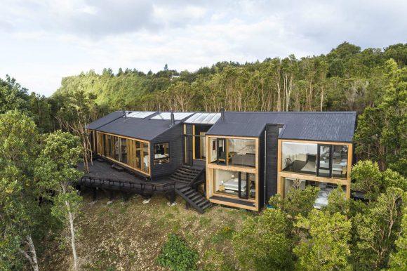 Лесной дом на берегу в Чили