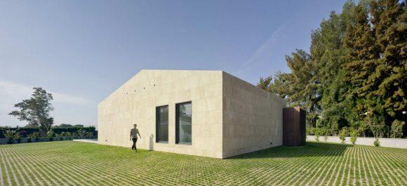 Дом с террасой в Испании
