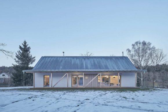 Дом с сараем в Чехии от Machar & Teichman.