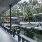 Дом с двором и верандой в Китае от O-office Architects.