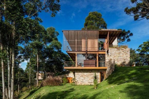 Дом на лесном склоне в Бразилии