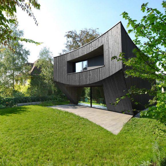 Изогнутый дом в Швейцарии от Daluz Gonzalez Architekten.