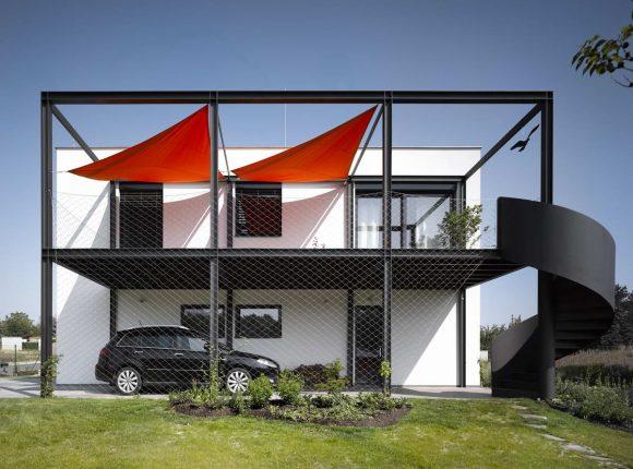 Дом для автогонщика в Чехии от Stempel & Tesar Architects.