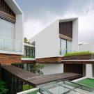 Длинный дом в Индонезии от TWS & Partners.