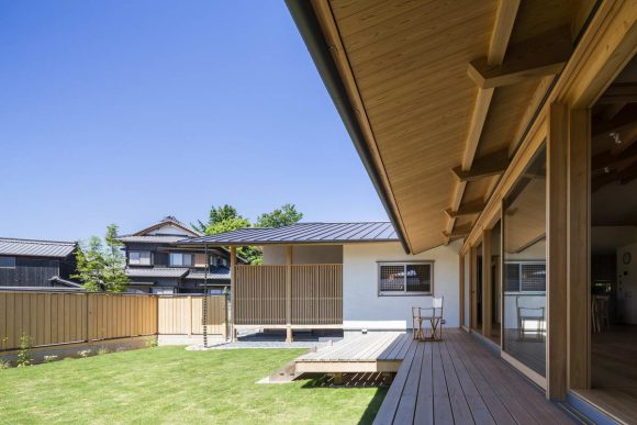 Резиденция для семьи и любимой собаки в Японии от Takashi Okuno & Associates.