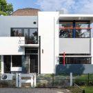 Фотограф Стейн Поелстра (Stijn Poelstra) захватил абстрактные пропорции и основные цвета Rietveld Schroderhuis.
